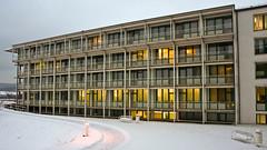 Schn Klinik - IMG_9179 (Andreas Helke) Tags: winter snow building germany deutschland evening europa europe y lm 169 gebude twa candreashelke landscapeformat donothide staffeltein europacandreashelke upload2010 9x16l