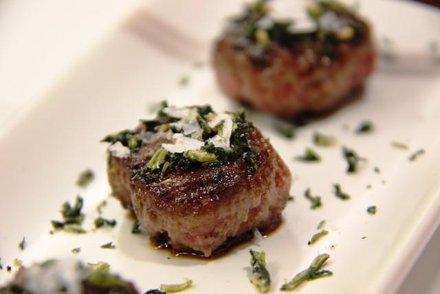Detalle de las Mini Haburguesas de Waygu con Salsa Teriyaki y Algas
