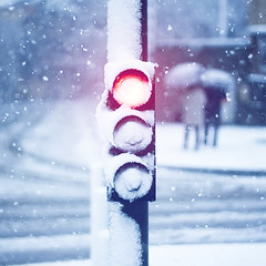 [フリー画像] [人工風景] [信号機] [街角の風景] [雪景色] [粉雪]      [フリー素材]
