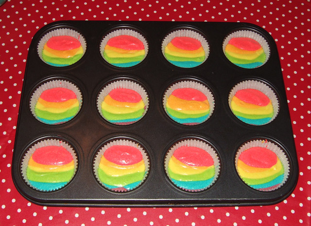 making rainbow cupcakes