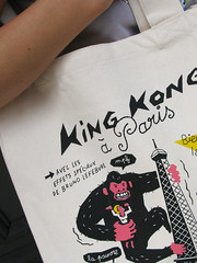 Kong in Paris (Monsieur Poulet's t shirts) Tags: paris sac toureiffel singe gorille cabas monsieurpoulet commercequitable konginparis