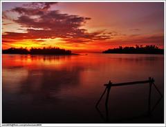 Nelayan masih di pesisir (sam4605) Tags: sunset seascape landscape ed scenery olympus malaysia borneo kotakinabalu e1 sabah pemandangan zd lokkawi putatan sabahborneo 1442mm