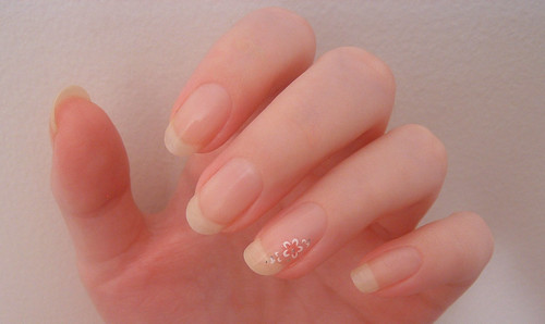 french-look manicure