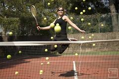 52.- viva el tenis! (lucia meler maura) Tags: portrait selfportrait verde rojo negro autoretrato amarillo tenis 1975 pelotas cancha sombras 2010 raqueta saltos rebote nikond700 elcuartooscuroestudio