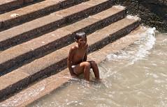 cold water (mfellnerphoto) Tags: ocean boy sea people india water colors meer wasser leute bombay mumbai hafen indien junge farben habour ozean landmarken