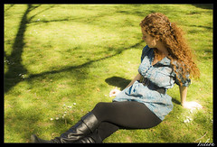 Rachel (Isilion_Angel) Tags: madrid park parque light shadow portrait woman green primavera luz girl grass canon spring mujer chica retrato sombra hierba templodedebod canoneos400d