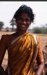 Farmer's Daughter Sister (Peter Schnurman) Tags: india tamilnadu farmgirl kanchipurim