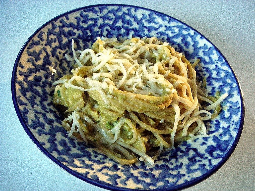 pasta with a pureed pea and cauliflower sauce