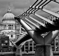 Bridge To St Pauls (Sean Batten) Tags: bridge blackandwhite bw london stpauls millenniumbridge southbank scoreme