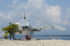 Baroto stuck at Canigao Island, Leyte, Philippines (Curufinwe - David B.) Tags: sea mer beach island boat sony philippines visayas 70300 leyte 70300g southernleyte canigao teampilipinas sonyalpha700 baroto canigaoisland sony70300gssm lpboats