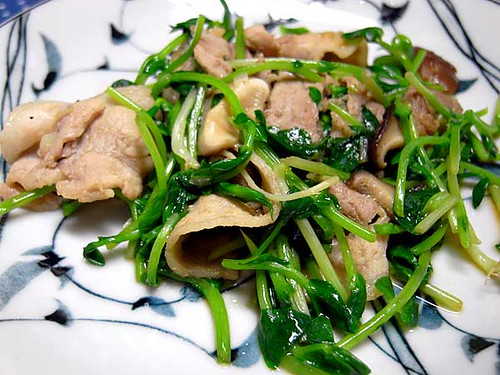 豆苗と豚肉椎茸の炒めもの