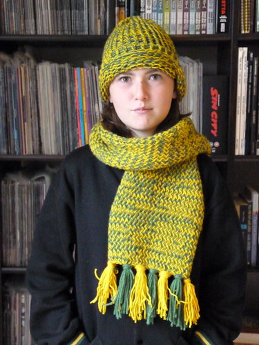 Knit scarf and hat (school colours)