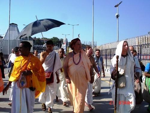 H H Jayapataka Swami in Tirupati 2006 - 0001 por ISKCON desire  tree.