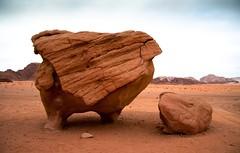 20090410 Jordania - 10 Wadi Rum 185 (blogmulo) Tags: travel chicken rock canon landscape desert paisaje jordan formation viajes desierto rum wadi 2009 jordania canon450d blogmulo