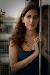 (lauriten) Tags: retrato vale reflejo balcon cruzadas
