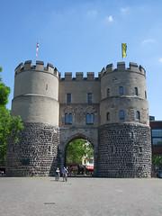 Hahnentor am Rudolfplatz (PnSn00b) Tags: cologne köln rudolfsplatz hahnentor f100fd
