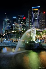 The Singapore Icon 2. (Reggie Wan) Tags: park urban building tourism skyline night singapore asia southeastasia cityscape icon merlion marinabay sonya700 nightcitylight reggiewan