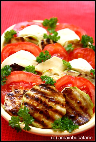 Articole culinare : Dovlecel la gratar cu rosii si mozzarella