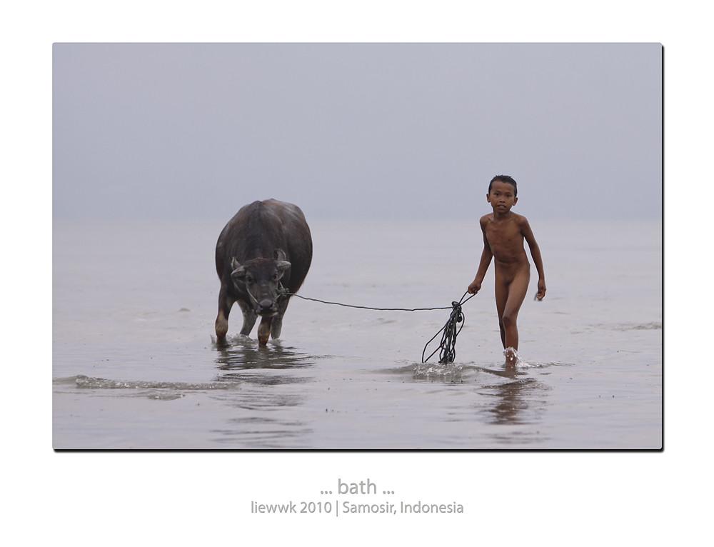 Thread: ... 2010 Toba Lake - liewwk ... [18sx..children nude]