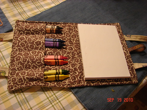 crayon travel purse inside