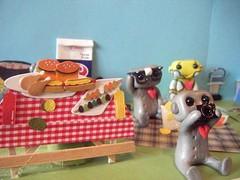 picnic robots3 (Sleepy Robot 13) Tags: park camera food outside picnic picturetaking polymerclayurbanvinylsleepyrobot13etsysilvercraftcraftscraftingsculptingsculpturefigurinearthandmadecraftshowcutekawaiirobots