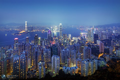 Hong Kong (Jrg Dickmann) Tags: china city longexposure urban topf25 skyline architecture night buildings hongkong lights topf50 cityscape tse victoriapeak victoriaharbour canon17mm canon5dmk2 canontse17mmf4l