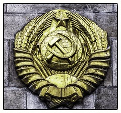 Last one standing (Andy J Newman) Tags: soviet memorial budapest war army pest buda occupation liberty square hammer sickle gold golden nikon d500