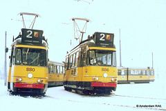 Heavy snow in Amsterdam (1978) (Amsterdam RAIL) Tags: schnee winter snow amsterdam trolley hiver sneeuw tram neige 1978 streetcar tramway strassenbahn electrico 2g gvb oudjaar slotervaart tramvia route2 lijn2 gvba oudejaarsdag beijnes dubbelgelede snowoveramsterdam