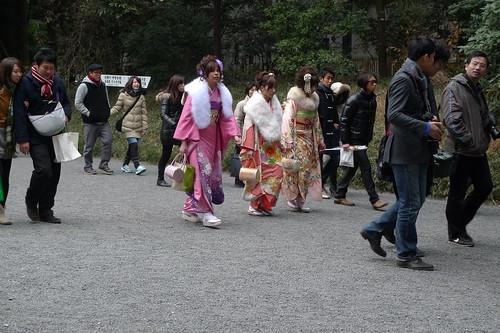 3 young women in kimono