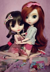 Friendship  ( J a c k y) Tags: pink girls red brown cute green girl fun fan outfit eyes doll dress sweet barbie wig stuff ment april pullip re bella rement xiao alte obitsu