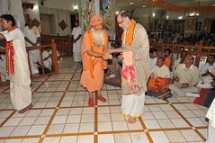 Bhagawad - Day Four - Chhappan Bhog Aarati (19th Jan 2010) (Udasin Karshni Ashram / Naresh Swami) Tags: mathura porbandar ramanreti sandipani chhappanbhog swamikarshninaresh swamikarshnigurusharanandajimaharaj bhagawadpravachan rameshbhaiohja nareshswami