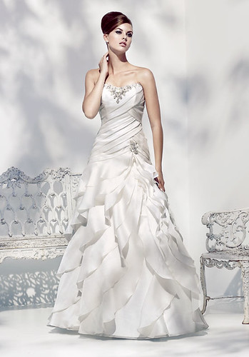 Strapless wedding dress with decoration at the waist