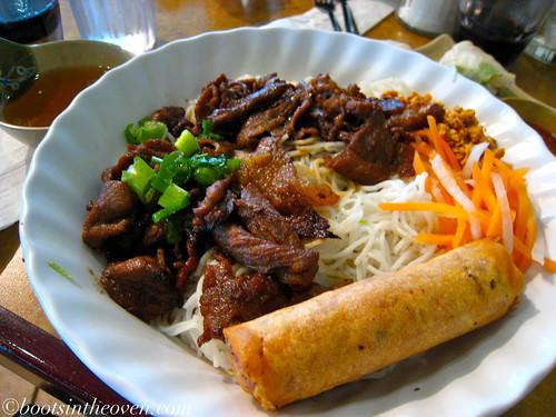 Bun with egg rolls and grilled pork (Bún thịt nướng chả giò)