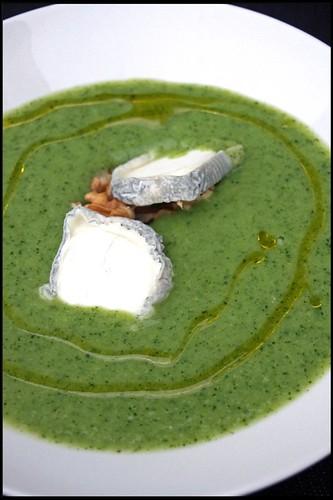 4359047748 1995d8d1aa Soupe aux brocolis, Sainte Maure de Touraine et cerneaux de noix   Filets de maquereaux grillés au paprika fumé, chorizo et poireaux