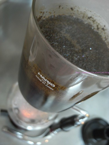 katharine娃娃 拍攝的 7虹吸壺煮咖啡。