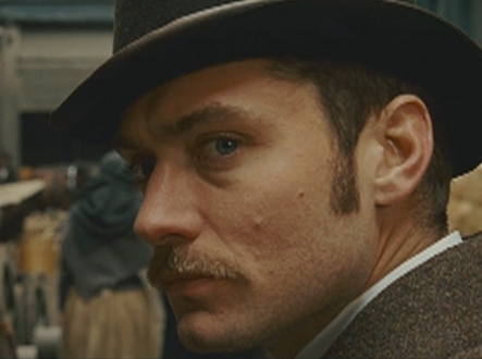 Jude Law como Watson
