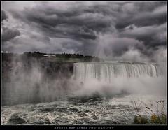 Dramatic view of Niagara falls (Andrea