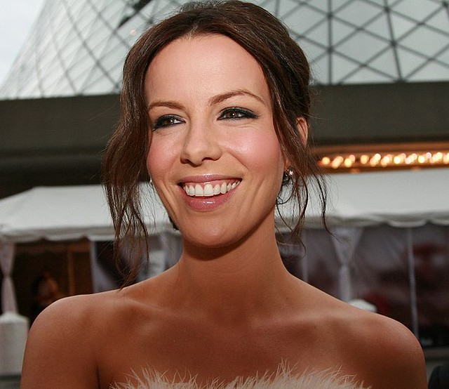 692px-Kate_Beckinsale_at_2008_TIFF_cropped by endrio1