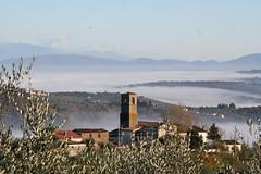 Carmignano nebbia 060 (Colle Da Vinci) Tags: vista firenze nebbia vinci agriturismo carmignano montalbano nearflorence intuscany roccadicarmignanofarmhouse colledavinci