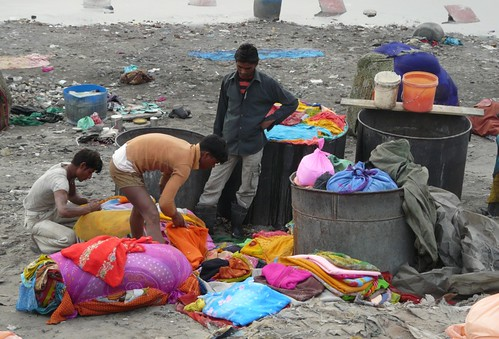 Dhobi Wallahs under Railway Bridge, Agra