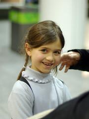 Une main tendue vers le bonheur (La coche des mirabelles) Tags: portrait 50mm kid bokeh main enfant sourire chlo pentaxk10d justpentax