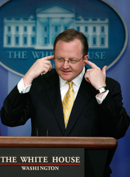 White+House+Press+Secretary+Robert+Gibbs+Discusses+2_f_Y66V8C4l