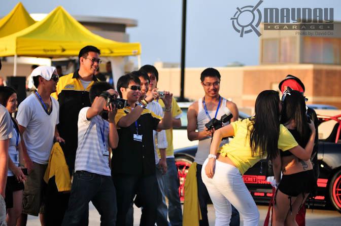 Team Epik snapping some FB photos, no doubt.
