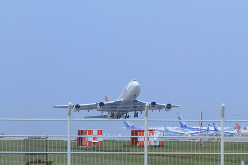 JAL's B747-400 taking off (ROAH)
