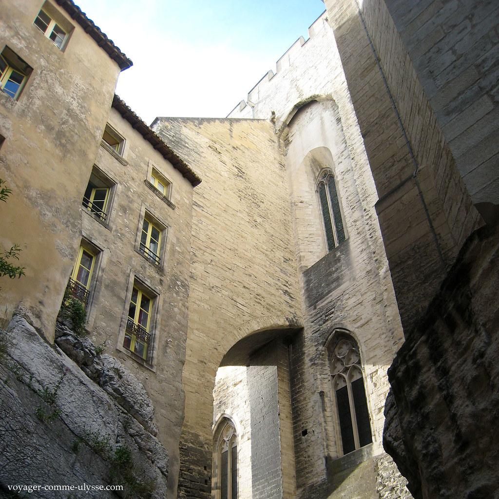 Habitations sur un contrefort du Palais