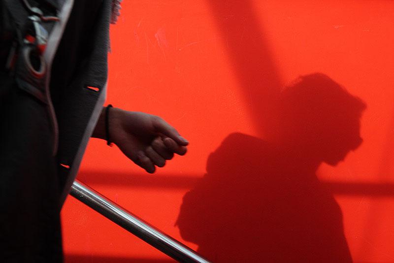 Shadow on red / Тень на красном
