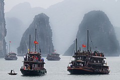 Cruising in Halong Bay - North Vietnam (Bertrand Linet) Tags: boat vietnam halong halongbay  5photosaday northvietnam vnhhlong bertrandlinet
