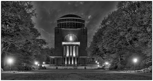 Planetarium Hamburg HDR B/W