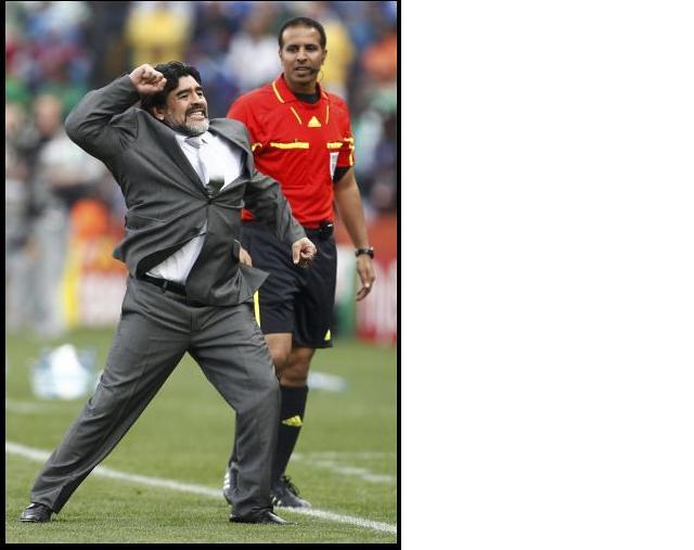 Diego Maradona saco corbata celebra gol mundial