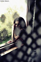 ; (Aida Amor) Tags: trees cortina window girl ventana friend rboles chica sister amor gijn cristina curtain amiga run hermana aida corre cristy atravs througth